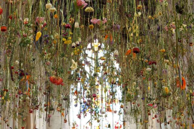 Rebecca Louise Law Suspended Floral Installations_02